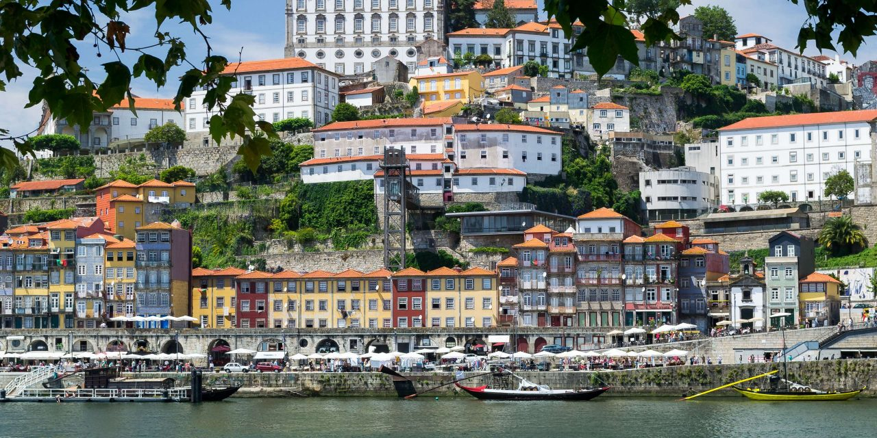 https://lavial.ro/wp-content/uploads/2019/09/3059793-historic-city_porto_portugal_ribeira_river-douro-1280x640.jpg